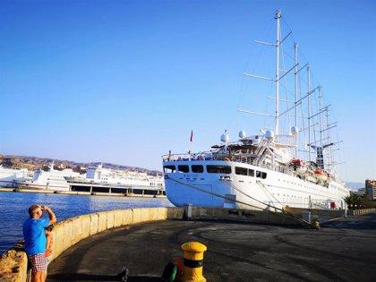 El crucero Wind Surf realiza este lunes su quinta escala en el Puerto de Almería