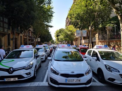 Los vehículos de autoescuela podrán incorporar ayudas a la conducción en exámenes de Tráfico a partir de hoy