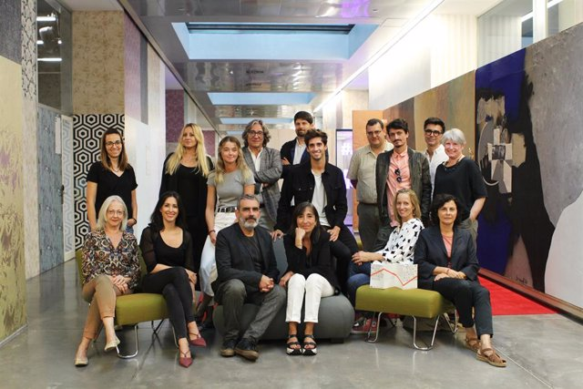 Isabel Roig (BDC) Xavier Marcé (regidor de Barcelona) i membres d'empreses participants en la London Design Fair