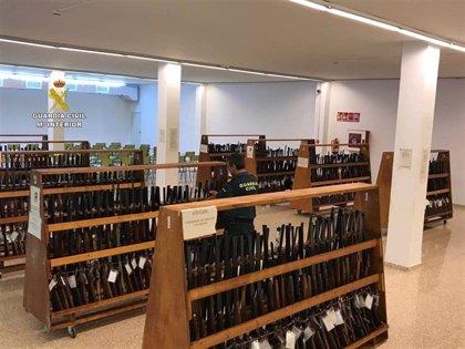 La Guardia Civil lleva a cabo este lunes una subasta de 835 armas