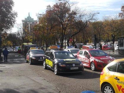 """Autoescuelas piden a la DGT que la incorporación de ayudas a la conducción en los exámenes """"no entrañe discriminación"""""""