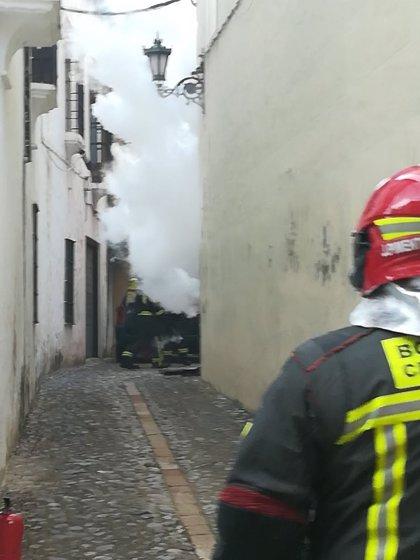Sofocan un incendio en un cuadro eléctrico que deja sin luz a parte del casco histórico de Ronda (Málaga)
