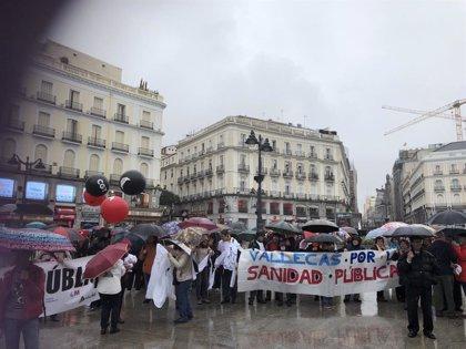 """La Marea Blanca se manifiesta contra la """"corrupción"""" y la """"privatización"""" de la sanidad en Madrid"""