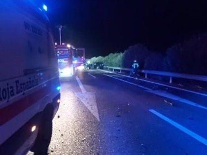 Un fallecido en un accidente provocado por un coche que circulaba en sentido contrario por la A-5 a la altura de Arroyo