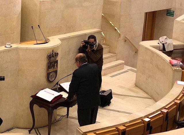 El castreño Miguel Ángel Lavín ha jurado este lunes su cargo como diputado de la bancada 'popular' en el Parlamento de Cantabria, en sustitución de Ildefonso Calderón, que decidió dejar el partido y todos sus cargos públicos