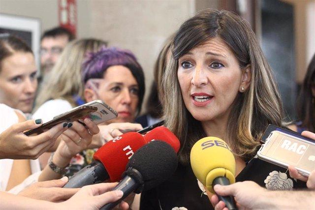 La portavoz adjunta de Unidas Podemos-En Comú Podem-Galicia en Común, Yolanda Díaz, ofrece declaraciones a los medios de comunicación antes de la Junta de Portavoces del Congreso de los Diputados.