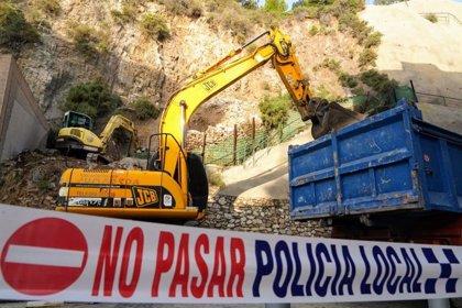 Retiradas toneladas de rocas acumuladas en la ladera de Gisbert de Cartagena