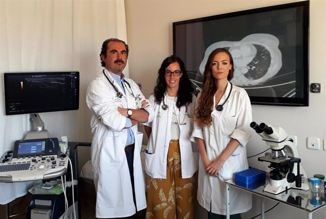 Reumatólogos del Valme profundizan en el impacto del lupus sobre el aparato respiratorio