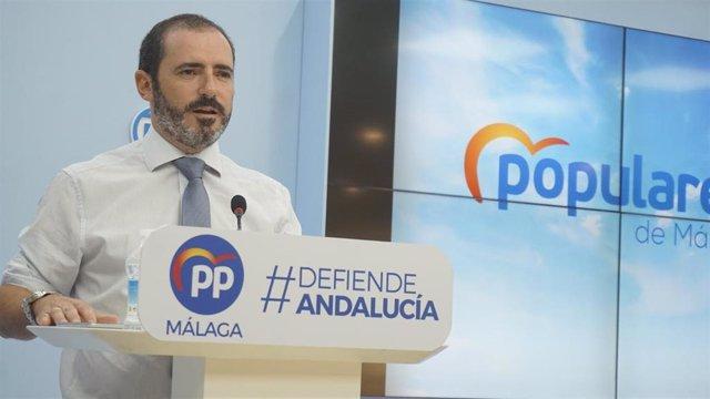 L parlamentario andaluz y portavoz del Partido Popular de Málaga, José Ramón Carmona, en rueda de prensa