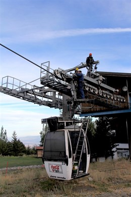 Trabajos de revisión de remontes en Sierra Nevada