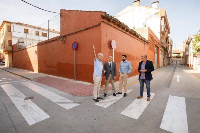 El primer teniente alcalde de San Adrián, Jesús Sola; el consejero Ciriza; el director general Jesús Mª Rodríguez y el alcalde la localidad, Emilio Cigudosa