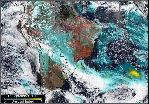 Mancha de aerosoles sobre el Atlántico sur