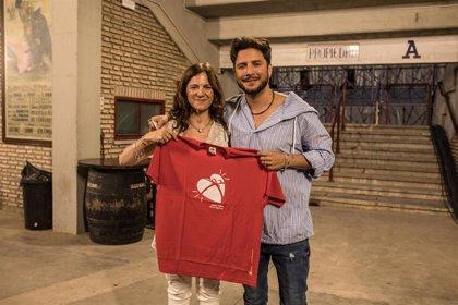 Manuel Carrasco dedica 'Mujer de las mil batallas' a los donantes de órganos del Hospital Reina Sofía de Córdoba