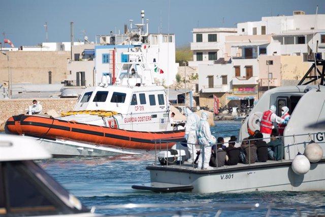 Europa.- Detenidos en Italia tres migrantes por torturar a otros en un centro de