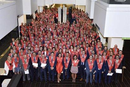 Más de 450 empleados de CaixaBank se gradúan en el Máster bancario de la UPF