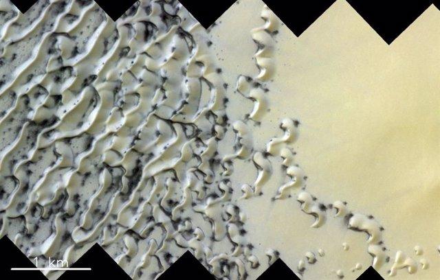 Dunas moldeadas por el viento en el polo norte en Marte
