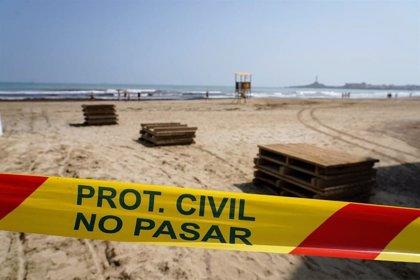 Las playas de La Manga afectadas por la llegada de atunes muertos permanecerán cerradas