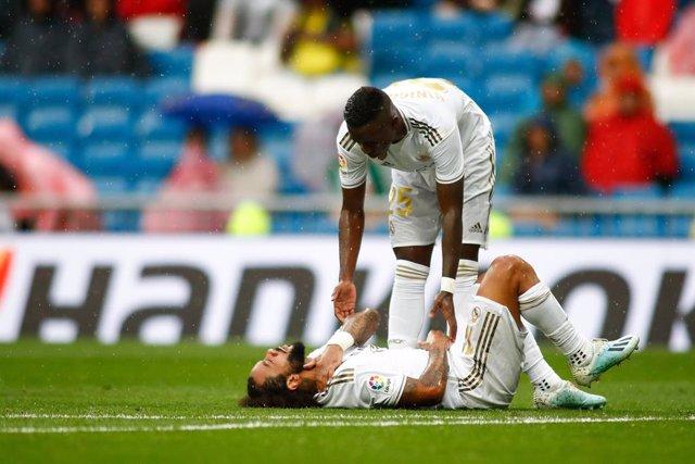 Fútbol.- Marcelo sufre una cervicodorsalgia postraumática y es duda para la visi