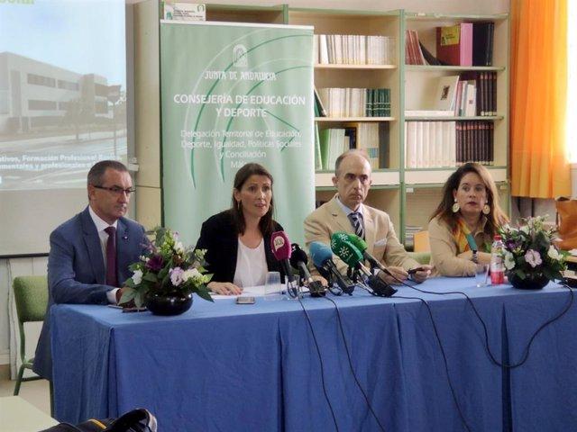 La delegada de Educación en Málaga, Mercedes García Paine, en el inicio del curso en ecundaria