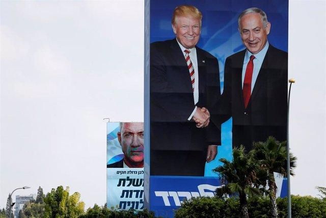 Carteles electorales de Netanyahu y Gantz antes de los comicios en Israel