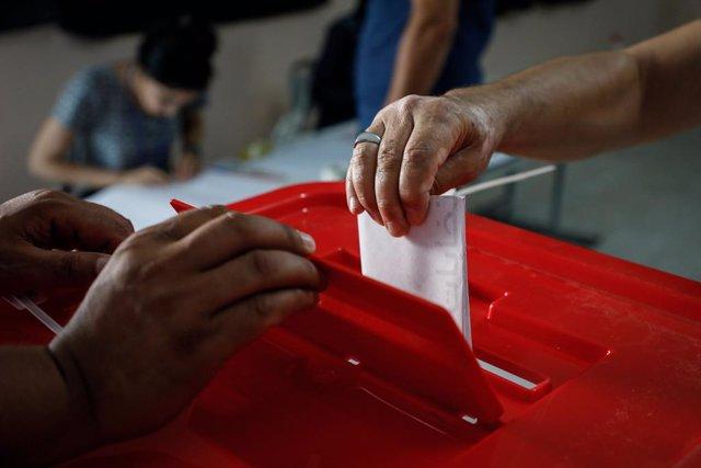 AMP.- Túnez.- Kais Saied y Nabil Karoui lucharían por la Presidencia en la segun