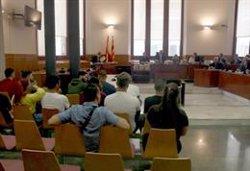Els membres dels 'Bloods' accepten una rebaixa de penes per narcotràfic i possessió d'armes i no ingressaran a presó (ACN)