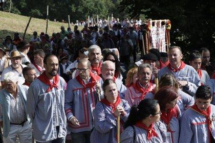 Cientos de personas suben en albarcas a San Cipriano, Fiesta de Interés Turístico Regional
