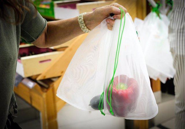 Campanya per reduir les bosses de plàstic a Andorra.