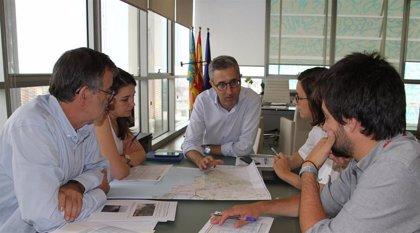 Arcadi España asegura que ya se trabaja en restablecer la normalidad en la red viaria de la Vega Baja