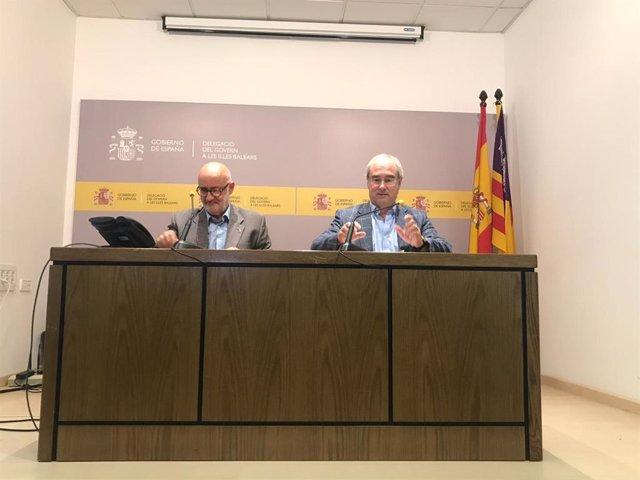 El delegado del Gobierno en Baleares, Ramon Morey, y el director del área de Fomento en las Islas, Rafael Rus, en rueda de prensa