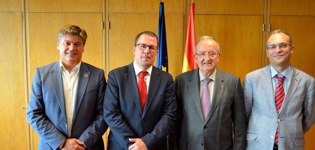 El secretari general d'Indústria i de la Pime en funcions, Raül Blanco, i el president de Pimec, Josep González, al centre, aquest dilluns