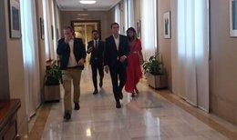 Rivera y su equipo llegan al Congreso para reunirse con Casado
