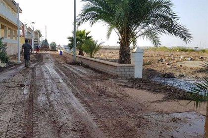 La UME colabora con el Ayuntamiento de Cartagena en la limpieza de Los Nietos tras la riada