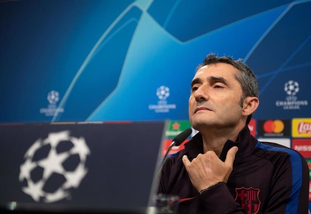 16 September 2019, North Rhine-Westphalia, Dortmund: Barcelona's manager Ernesto Valverde attends a press conference ahead of Tuesday's UEFA Champions League Group F soccer match between Borussia Dortmund and Barcelona. Photo: Bernd Thissen/dpa
