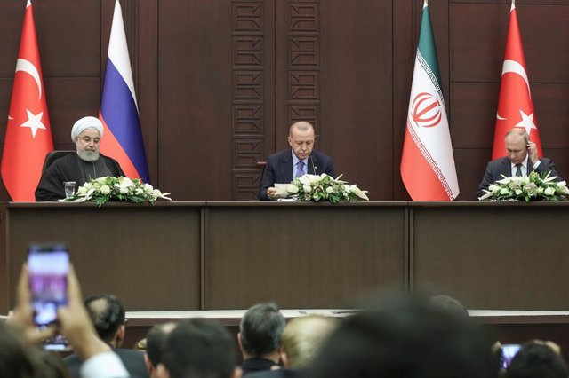 Siria.- Putin anuncia que la composición del comité constitucional para Siria ya