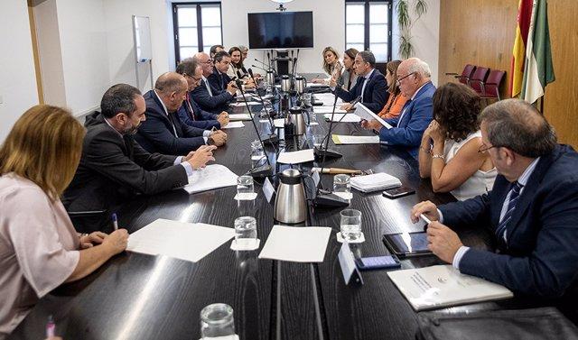 Un momento de la reunión entre consejeros y representantes del sector empresarial andaluz