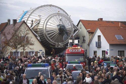Traslado del espectrómetro para el experimento KATRIN a su sede en Karlsruhe en 2006