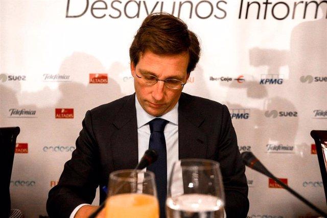 El alcalde de Madrid, José Luis Martínez-Almeida, durante un desayuno de Europa Press.