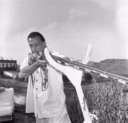 Cadaqués acull una exposició amb imatges inèdites de Salvador Dalí realitzades pel fotògraf Jacques Léonard (ACN)