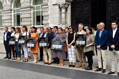 Santander guarda un minuto de silencio por las mujeres asesinadas en Pontevedra