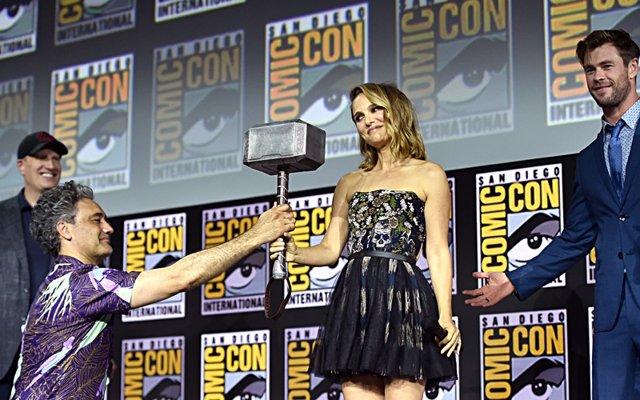 Natalie Portman, Chris Hemsworth y Taika Waititi