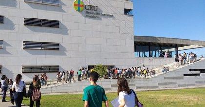 CEU Andalucía renueva su lanzadera gratuita entre su campus en Bormujos (Sevilla) y la parada de metro de Ciudad Expo