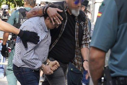 """El crimen de Valga revive las críticas de la oposición a las alianzas con Vox del PP, que pide """"unidad de acción"""""""