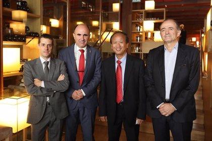 Manu Ayerdi recibe a una delegación de Vietnam interesada en el sector cárnico navarro