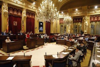 """El Parlament pide buscar """"otras medidas"""" para reivindicar los 177 millones de euros si no hay un compromiso en noviembre"""