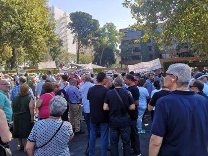 """Jubilados y prejubilados de Endesa se movilizan en Sevilla para que la empresa no les retire """"beneficios sociales"""""""