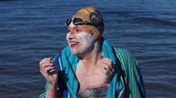 La nord-americana Sarah Thomas, primera persona en creuar el canal de la Mànega cuatre cops sense aturar-se (TWITTER)