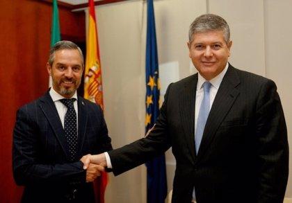 El consejero de Hacienda conoce los planes de inversión de Redexis en Andalucía, orientada a la distribución de gas