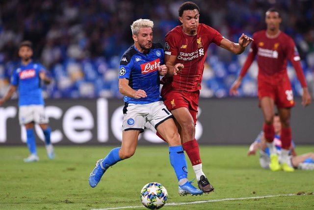17 September 2019, Italy, Naples: Liverpool's Trent Alexander-Arnold (R) and Napoli's Dries Mertens battle for the ball during the UEFA Champions League group E soccer match between Napoli and Liverpool FC at San Paolo Stadium. Photo: -/Lapresse via ZUMA