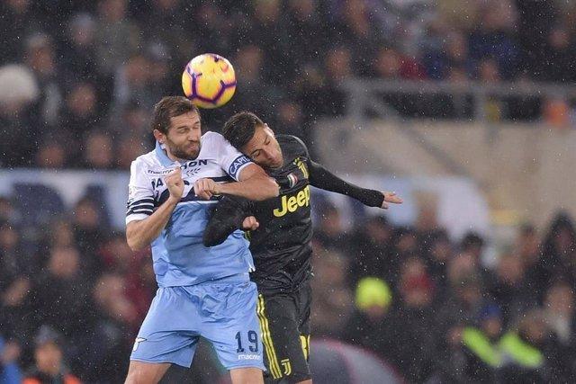 Un partido liguero entre Lazio y Juventus.